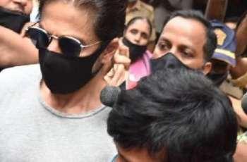 NCB officials visit Shah Rukh Khan's residence