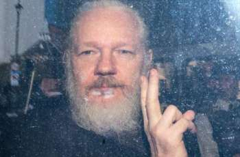 Assange's Fiancée Says He Lost Weight in British Prison, Looks Unhealthy